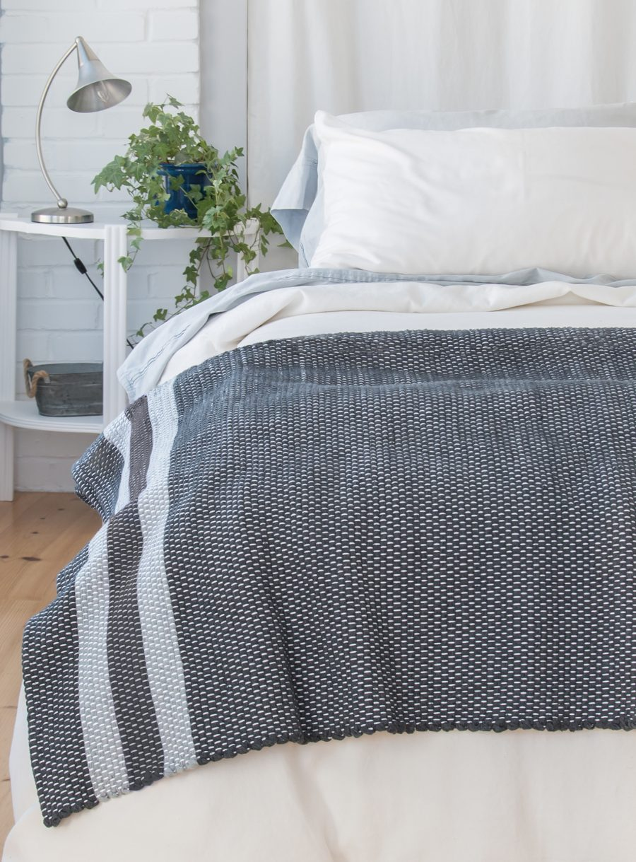 Woven blanket (Twin bed)